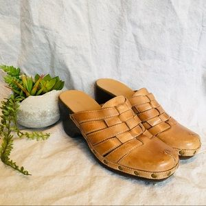 🌷Naturalizer Leather Clogs